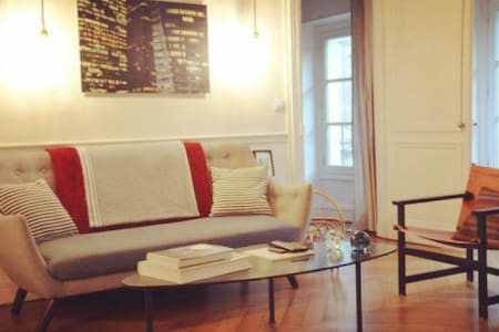 Sweet flat in saint germain