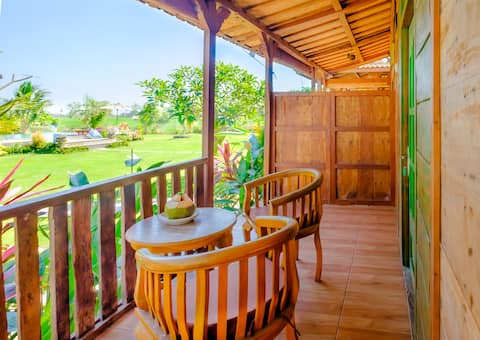Shinta Canggu Wooden Green Paradise Bungalow
