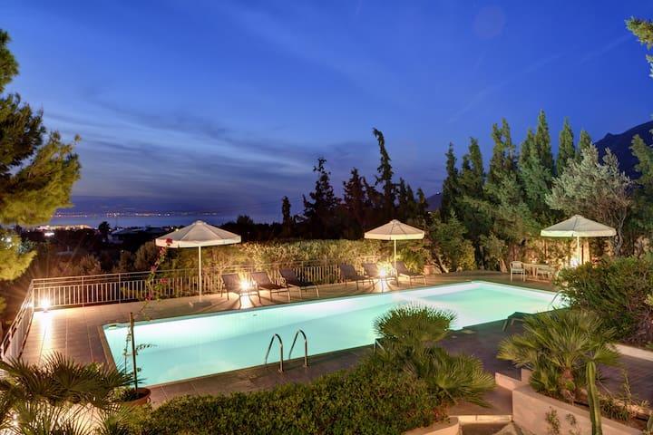 Villa Loutraki Sunset