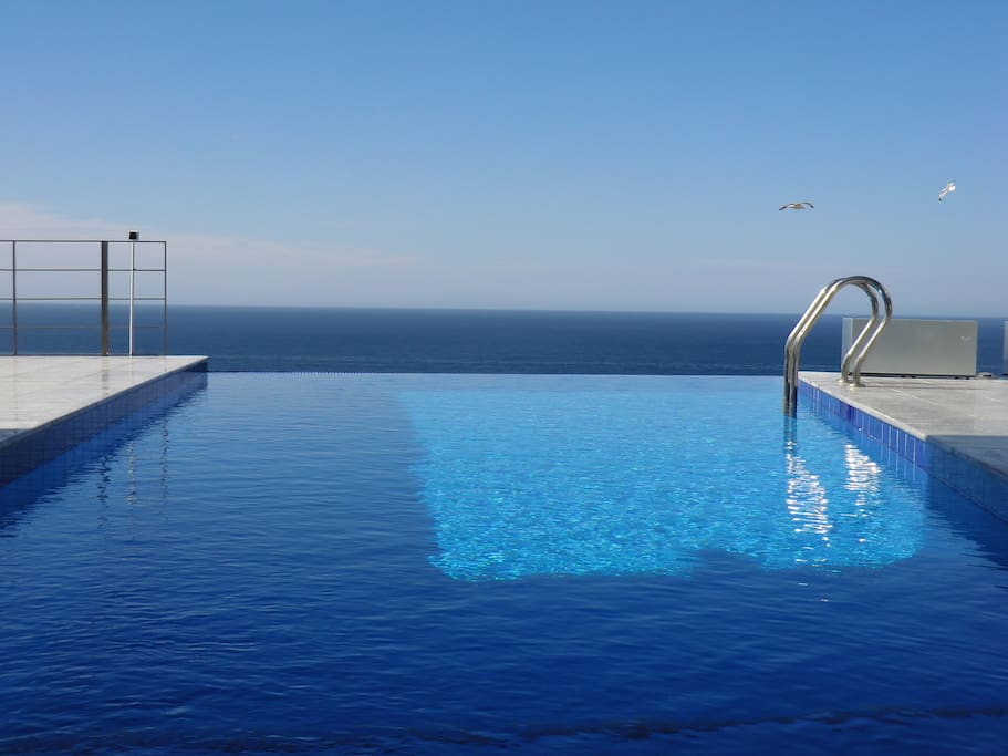 Infinity pool heated