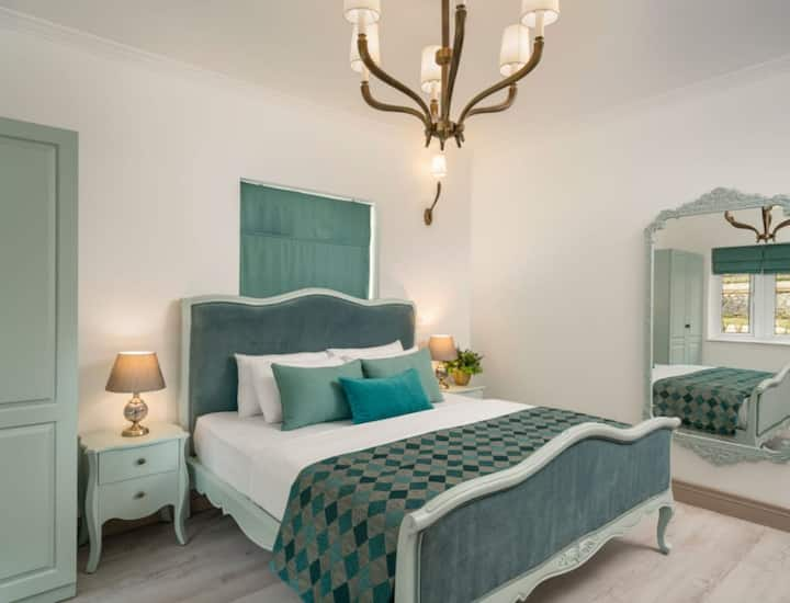 Stoney Croft Cottage - Double room with king bed