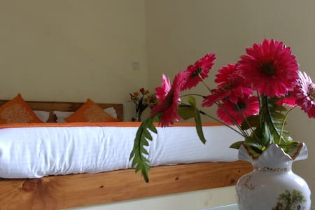 Rooms AC near the beach in Calangute Best Location - Arpora - Bed & Breakfast