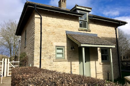 JESS Cotswold Cottage, lake view with spa - Somerford Keynes - Hus