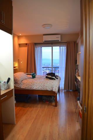 """ 2+1 bedrooms with balconies, mountain view"" - Quezon City - Flat"