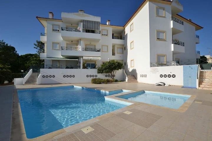 Poolview apartment, close to beach and golf