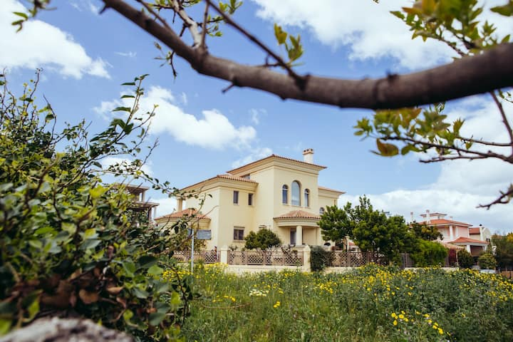 Holiday 3 Bedroom Villa in Porto Rafti
