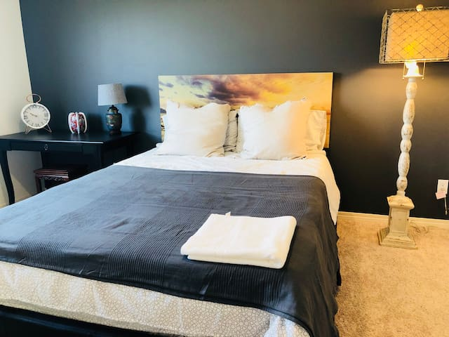 Bedroom (#1) Only accept female guests currently