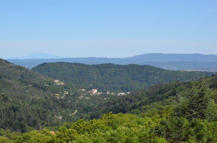 Ardèche méridionale , en pleine nature