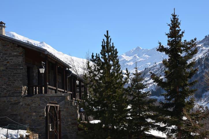 maison en pierre vue panoramique