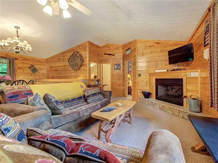 Great Expectations, 3 Bedrooms, Fireplace, Pool Table, Hot Tub, Sleeps 10