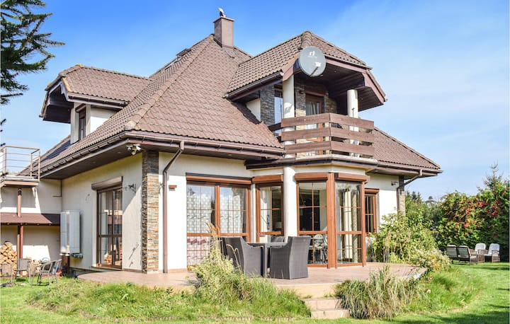 Stunning home in Mscice with 5 Bedrooms