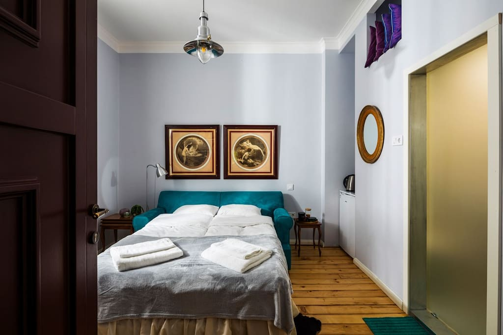 Stylish and fully renovated old Sofia studio in the heart of the city