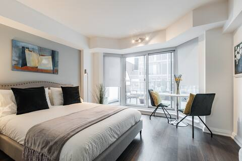 Beautiful & Cozy Studio With Terrace In Yorkville