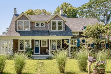 Quiet Beach Cottage Getaway - Westhampton Beach - House