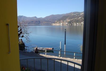 esclusiva grande camera sul lago - Brusino Arsizio - Bed & Breakfast