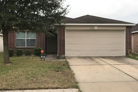 10- minutes from Bush Intercontinental Airport - Humble - House