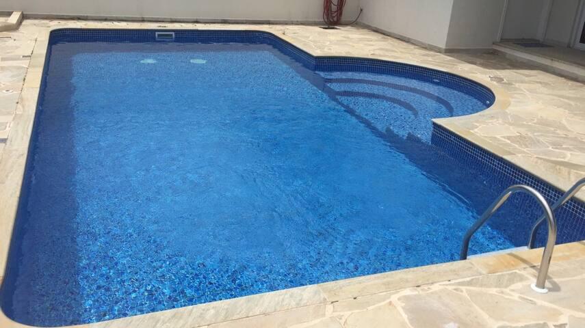 Sinta-se em casa, local aconchegante com piscina.