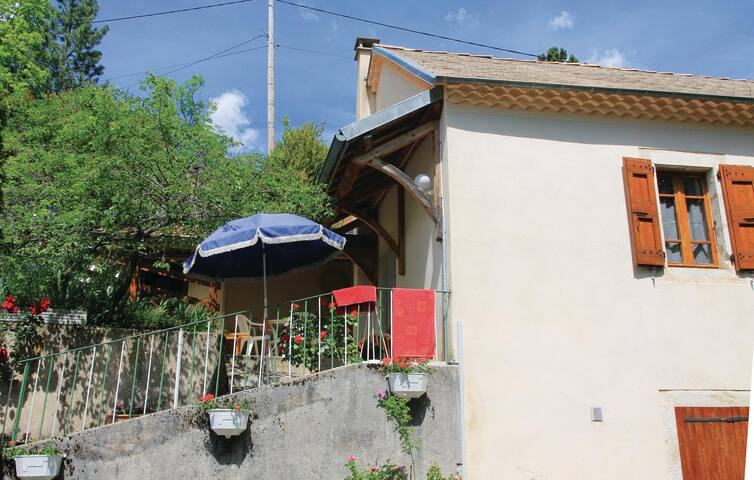 Semi-Detached with 1 bedroom on 52 m² in Glandage
