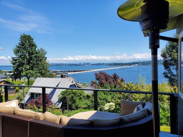 Luxury home w/breathtaking view of Lake Washington