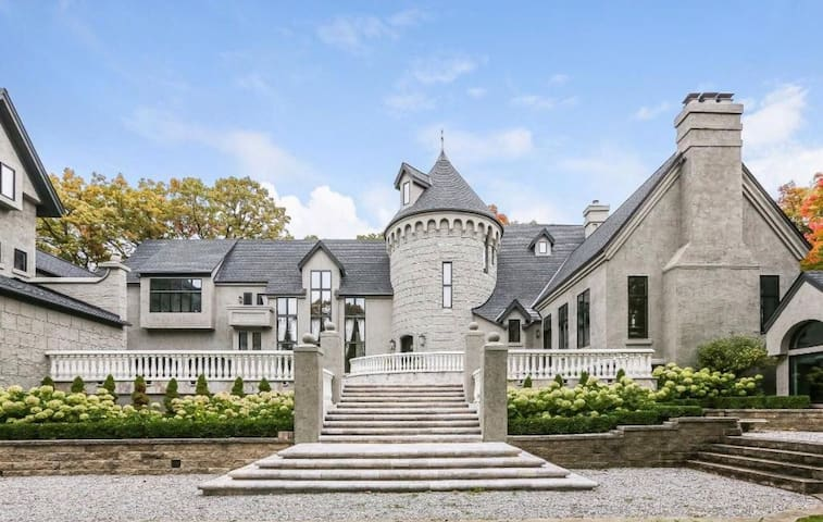 Beautiful Castle-For Photo Shoots, Events & More!