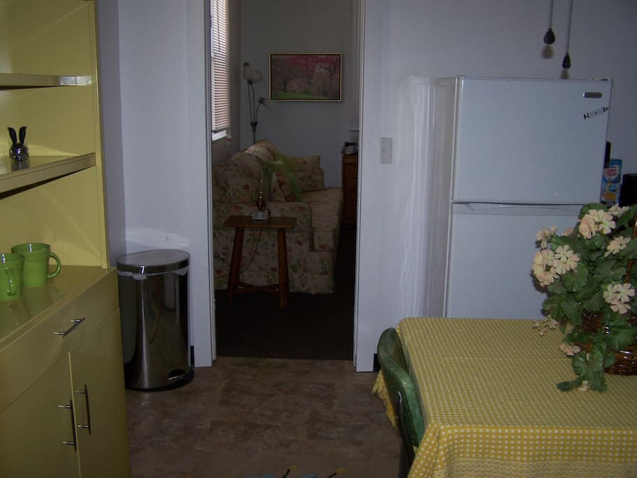 Charming  Large  Private entrance 1 bedroom apt. above Etna's Italian Restaurant in                        the Heart of Little Italy