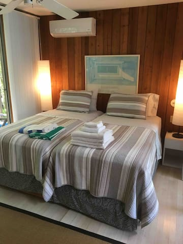 King bed, or two twins, feature 100% cotton, 400 thread count percale sheets with 100% cotton quilt.