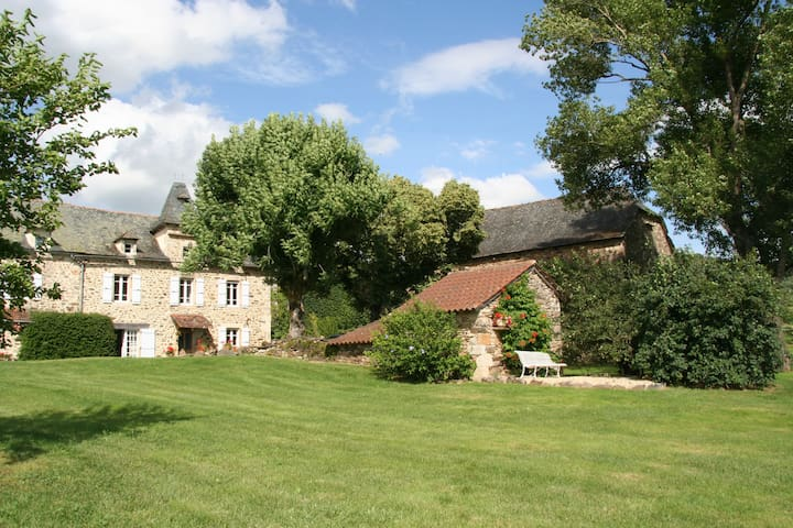 Beautifully restored farmhouse with heated pool - Salles-Courbatiès - Casa