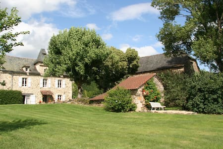 Beautifully restored farmhouse with heated pool - Salles-Courbatiès