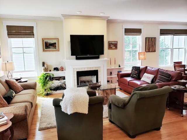 Gorgeous large house easy walk to downtown Stowe
