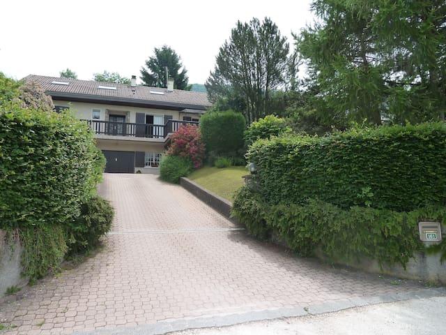 Appartement en combles dans une villa - Saint-Cergues