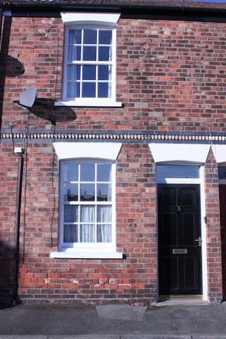 White Rose Cottage is 4 min walk to town centre - Beverley - Casa