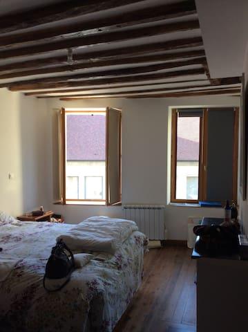 Chambre à louer dans maison à Plailly parc Asterix - Plailly - Dům