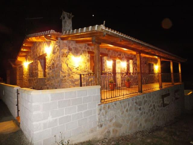 Moderna y acogedora casa de piedra