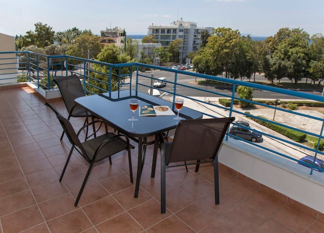 Great Apartment in Glyfada next to the Sea