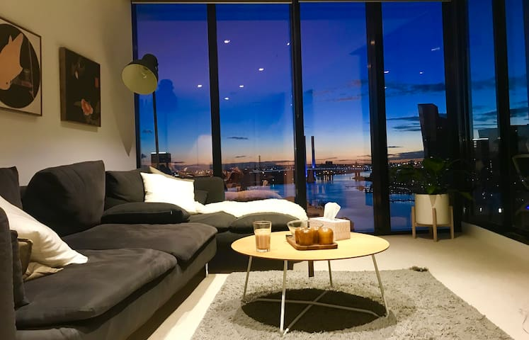 5 star apartment near the south cross station
