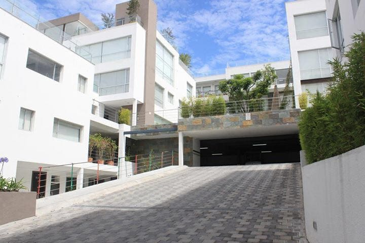 BEAUTIFUL APARTMENT IN CUMBAYA - Quito - Apartment