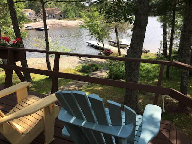 Beautiful lakefront family cottage in Muskoka