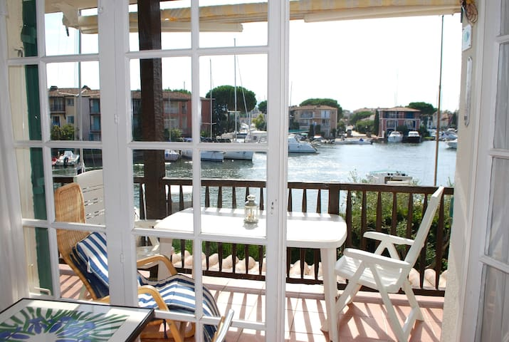 Pretty 2-room apartment with wide balcony in Port Grimaud - Port Grimaud - Apartment