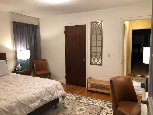Central location, private entry suite Columbia, SC