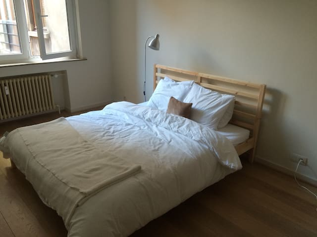 Light double room near Grand Place - Bruxelles - Appartement