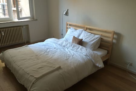 Light double room near Grand Place - Bruxelles