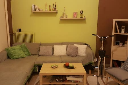 Piraeus modern flat with double bed & couch-bed. - Pireas - Appartamento