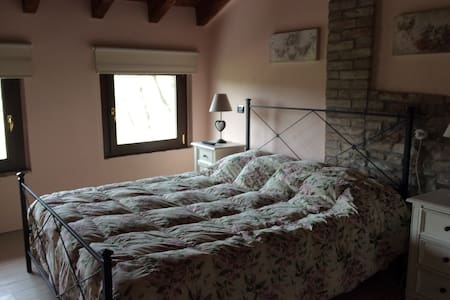 Piccolo B&B tra i castelli - Rezzano - Bed & Breakfast