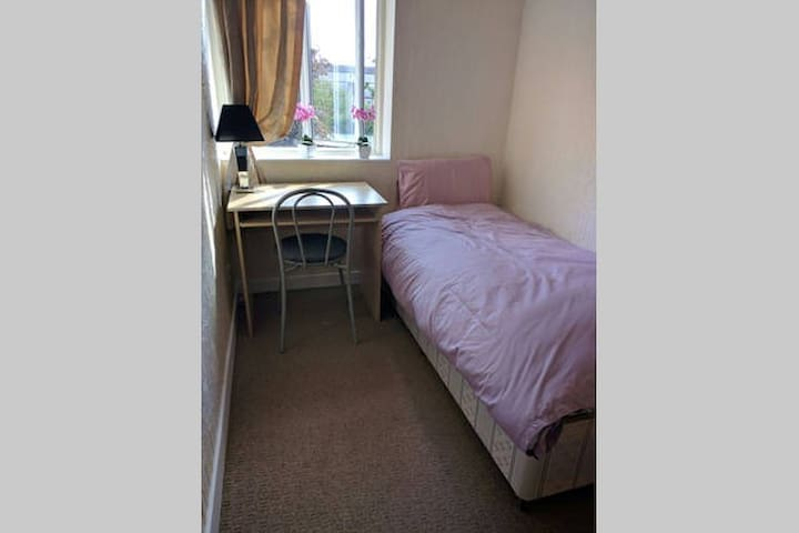 SINGLE ROOM NEXT TO CANARY WHARF - London - Apartment