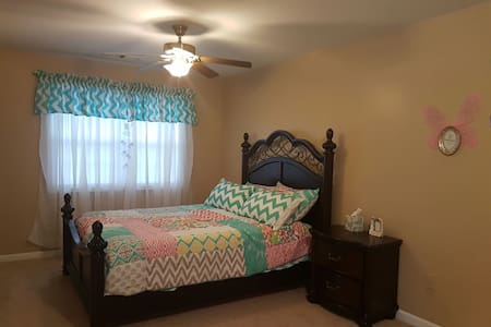 Private Bedroom close to everywhere - Kennesaw - Talo