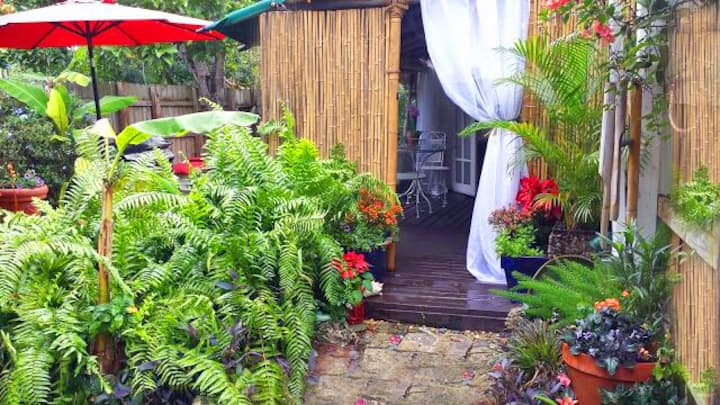 Tropical Grove Cottage, (complete private use)
