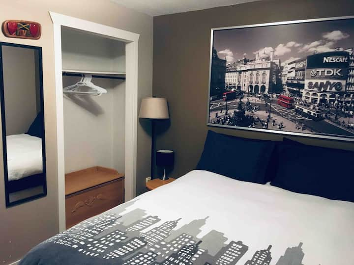 Cozy Private Basement Suite Close to Downtown