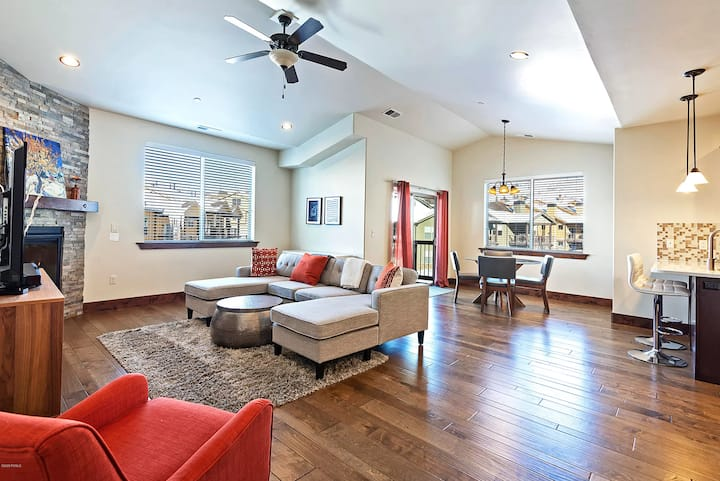 Luxury Park City 2BR Ski Condo, Vaulted Ceilings