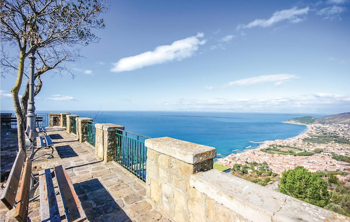 Awesome home in S.M. di Castellabate with 2 Bedrooms