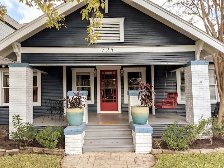 Cozy Historic Bungalow in the Heights with a Pool